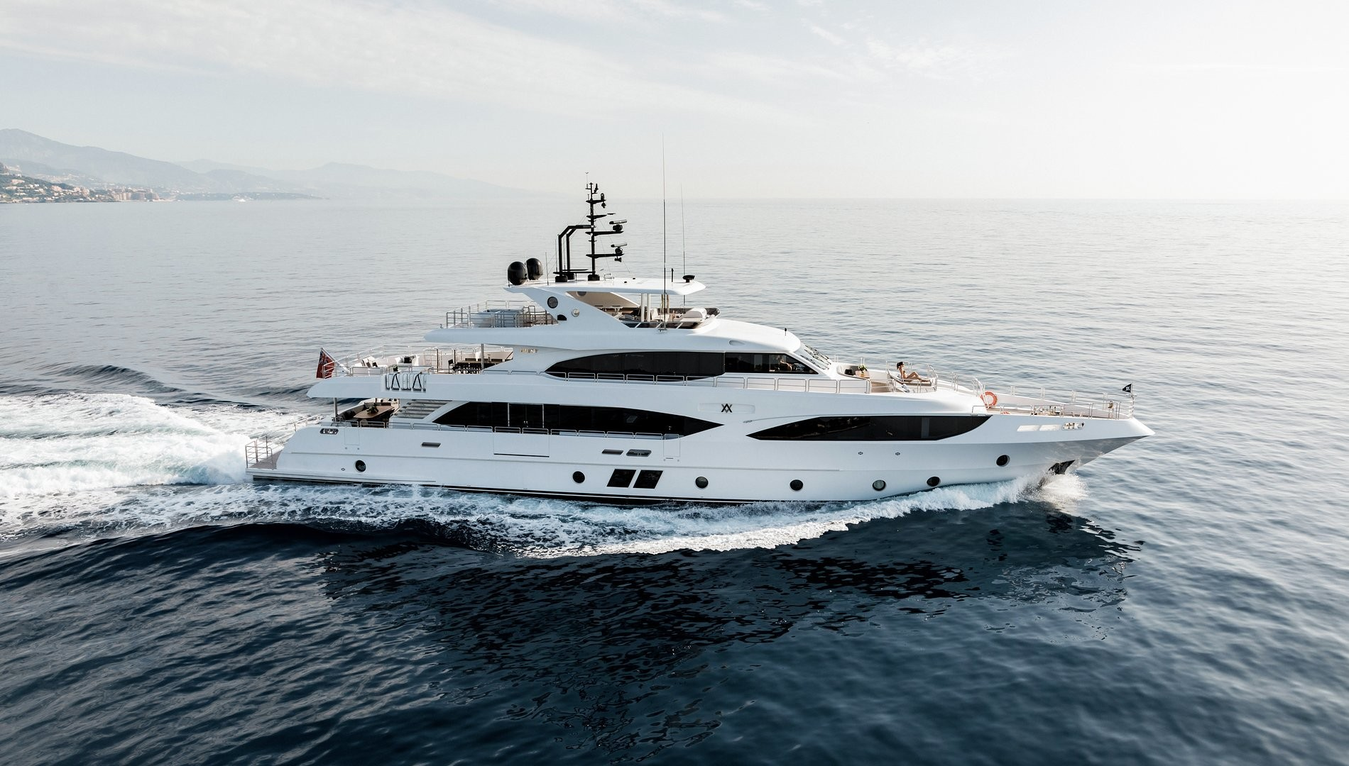 Majesty 125 ALTAVITA de Gulf Craft disponible para chárter este 2021