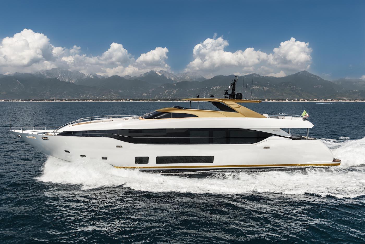 "Nuevo MAIORA M30 en el ""Versilia Yachting Rendezvous"""