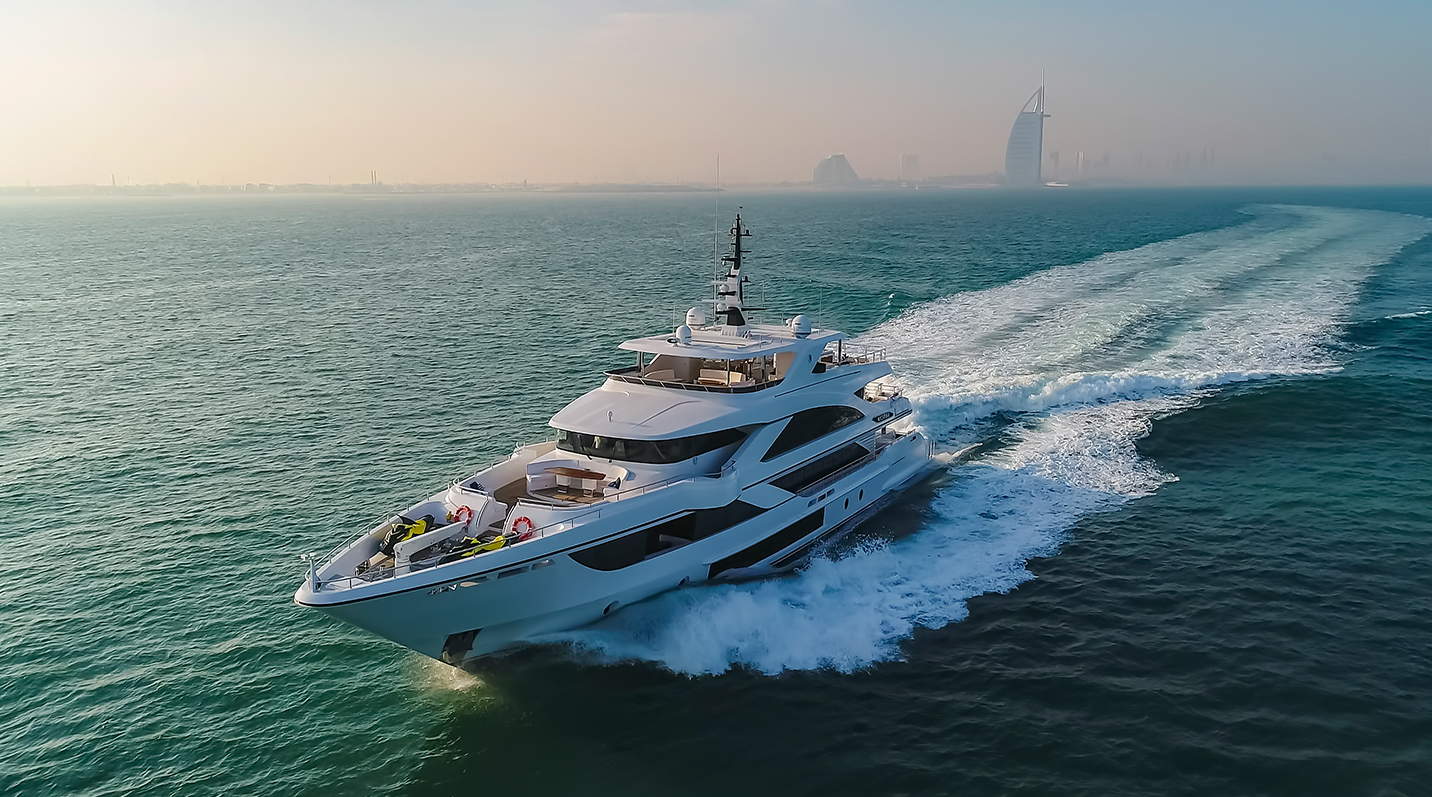Yate Majesty 140 de Gulf Craft C'EST LA VIE